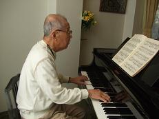 ピアノ b.JPG