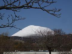 雪化粧の大室山.JPG
