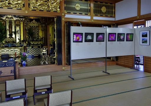0-2 本堂・写真展示場.JPG