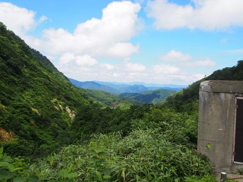 湯殿山遠くに鳥居が小さく.JPGのサムネール画像