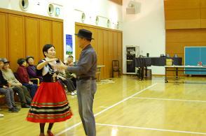 20111225フォークダンス3.JPG