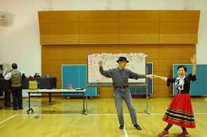 20111225フォークダンス4.JPG