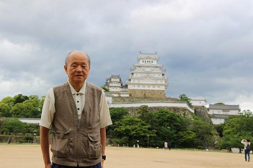 姫路城をバックに写真.JPG